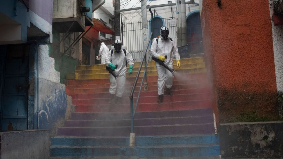 أعمال تعقيم في ريو دي جانيرو، البرازيل