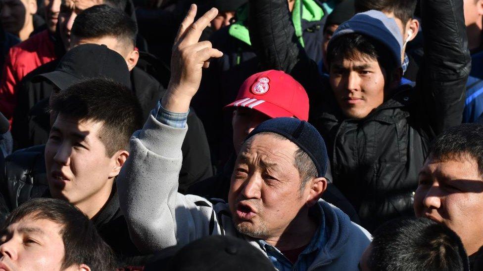 В долгу у большого соседа. Почему в Кыргызстане боятся
