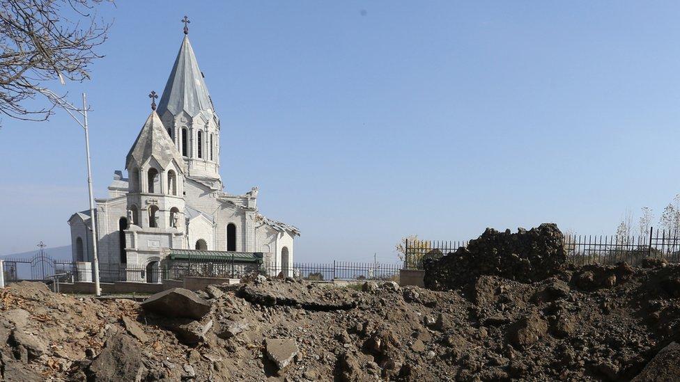 Война в Карабахе: встреча глав МИД и бои под Шушой