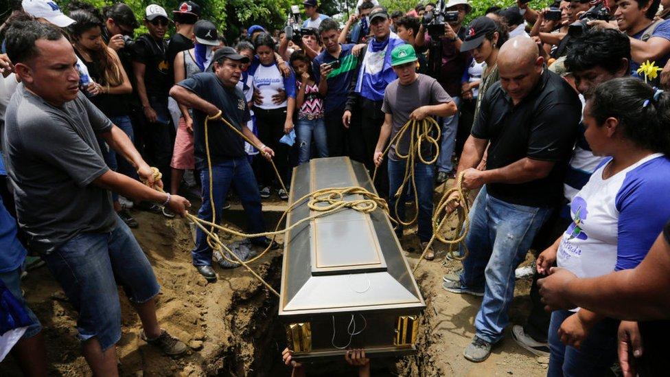Entierro de un manifestante antigubernamental en Nicaragua