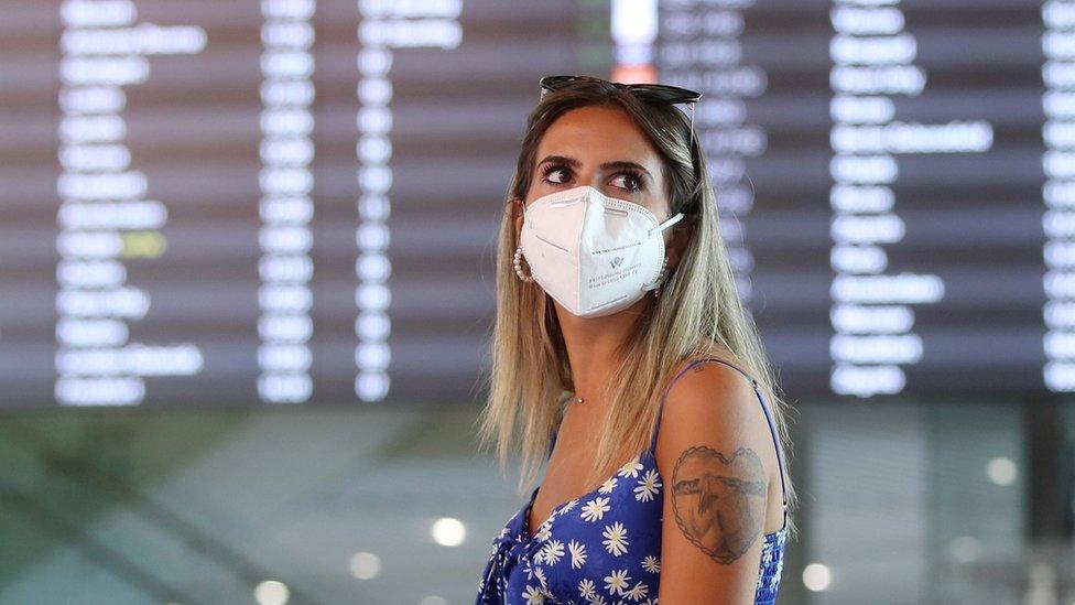 Una turista con una mascarilla en el Aeropuerto Internacional de Split, Coracia, 21 de agosto 2020