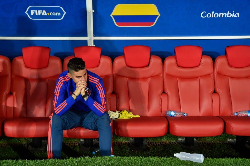 James Rodríguez completamente desolado en el banquillo colombiano del estadio Spartak.