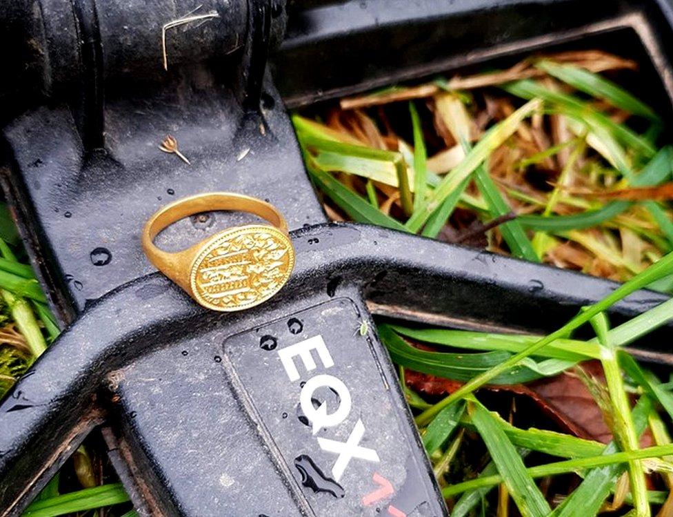 ring on metal detector
