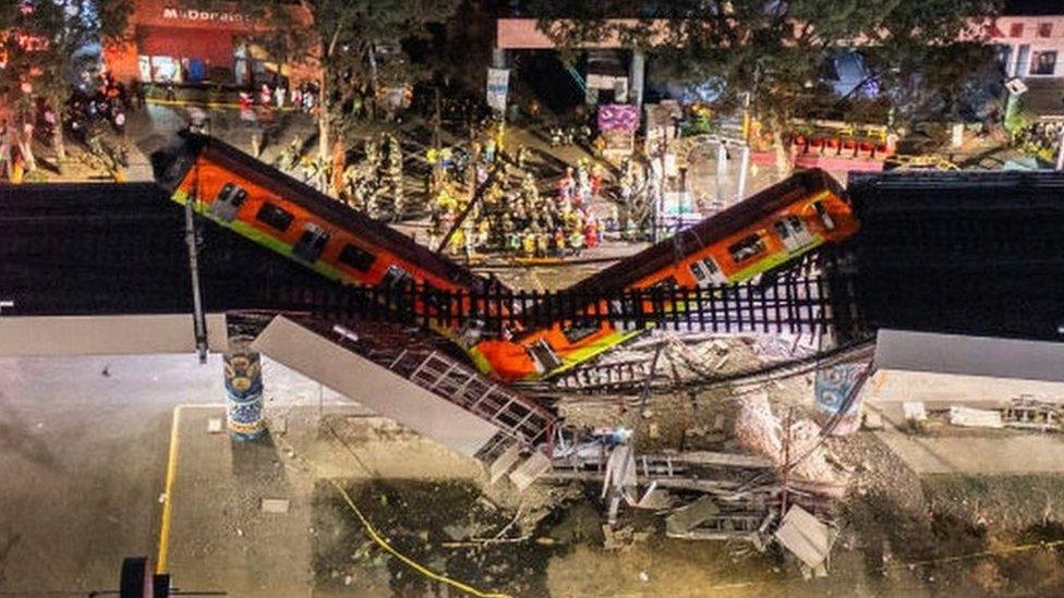 Vista a'erea del lugar del colpaso del metro de Ciudad de México