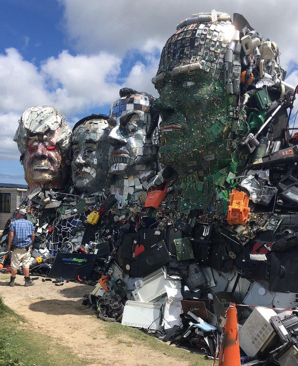 جبل المزيد من تدوير النفايات.