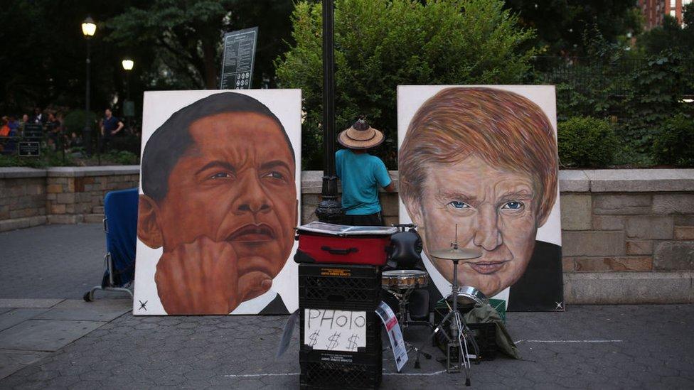 Cuadros de Obama y Trump a la venta en una calle de Nueva York.
