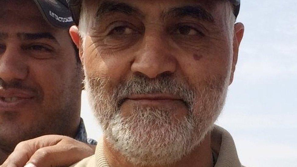 Qasem Soleimani durante operaciones ofensivas contra militantes de Estado Islámico en la ciudad de Tal Ksaiba.