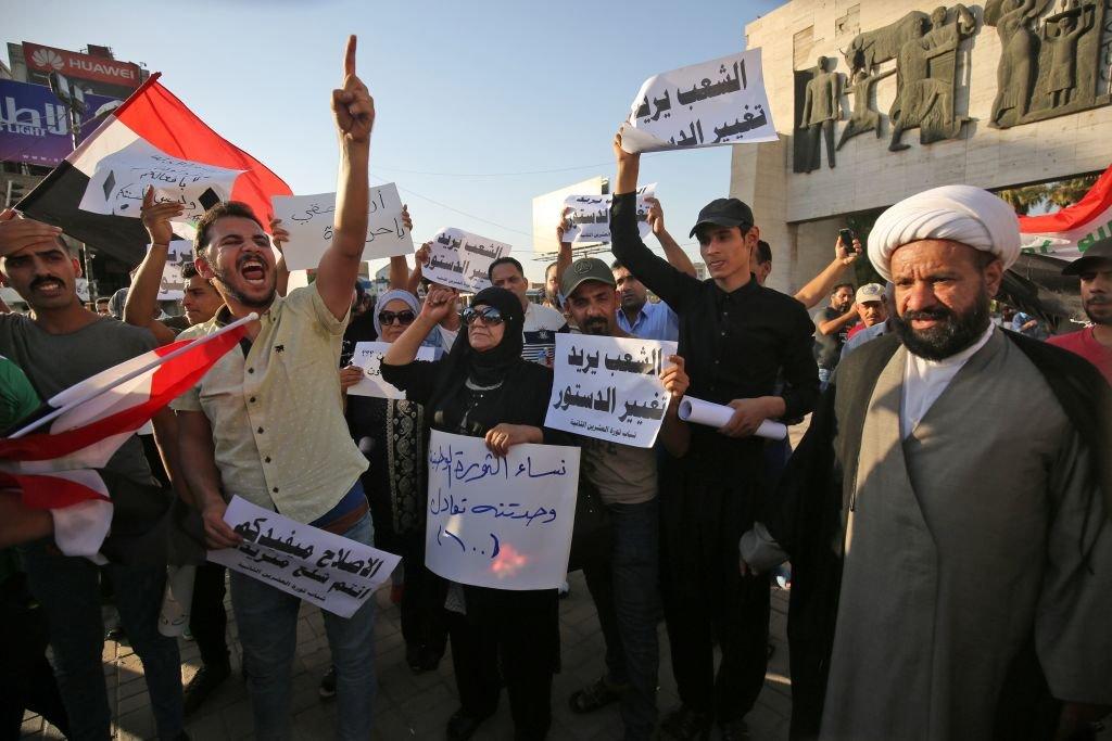 متظاهرون في ساحة التحرير