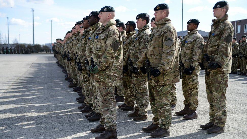 Britanski vojnici pred odlazak u misiju