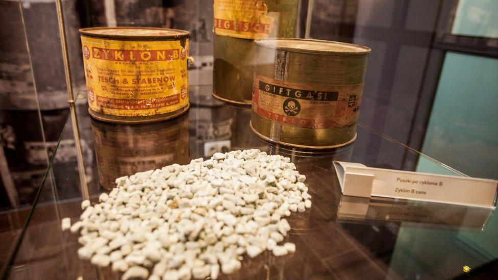 Zyklon, el pesticida que los nazis utilizaban en los campos de exterminio.