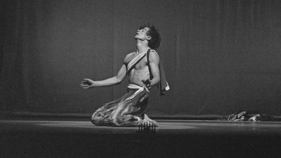 Rudolf Nurejev na probi za debi u Londonu 1961. godine