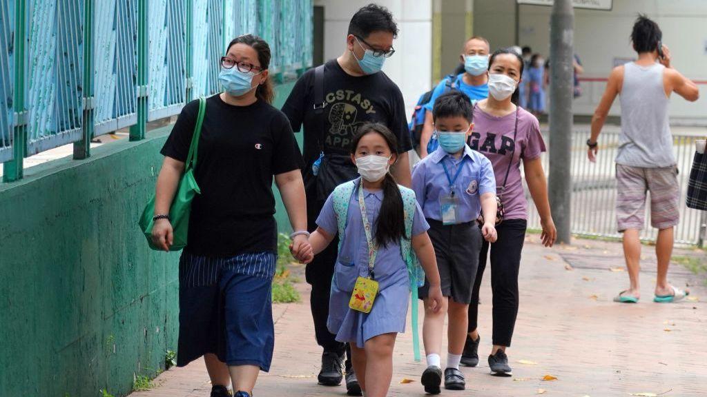 香港同時爆發上呼吸道感染,部分小學年級停面授課。