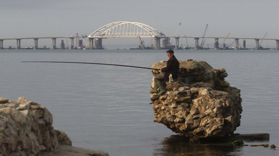Кримський міст Путіна і його підводні течії