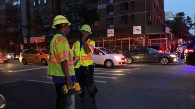 قالت شركة الطاقة المحلية كون إديسون إن انقطاع التيار الكهربائي أثر على حوالي 42،000 شخص.