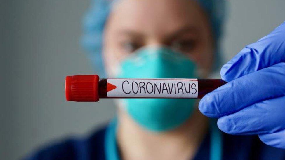 Коронавирус: заразившихся в мире - больше миллиона, в Британии - более 560 смертей за день