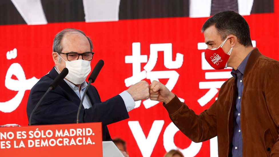 Ángel Gabilondo y Pedro Sánchez en un acto de campaña electoral en Madrid