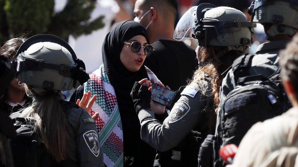 الشرطة الإسرائيلية انتشرت بكثافة في الشوارع المحيطة بمسار المسيرة