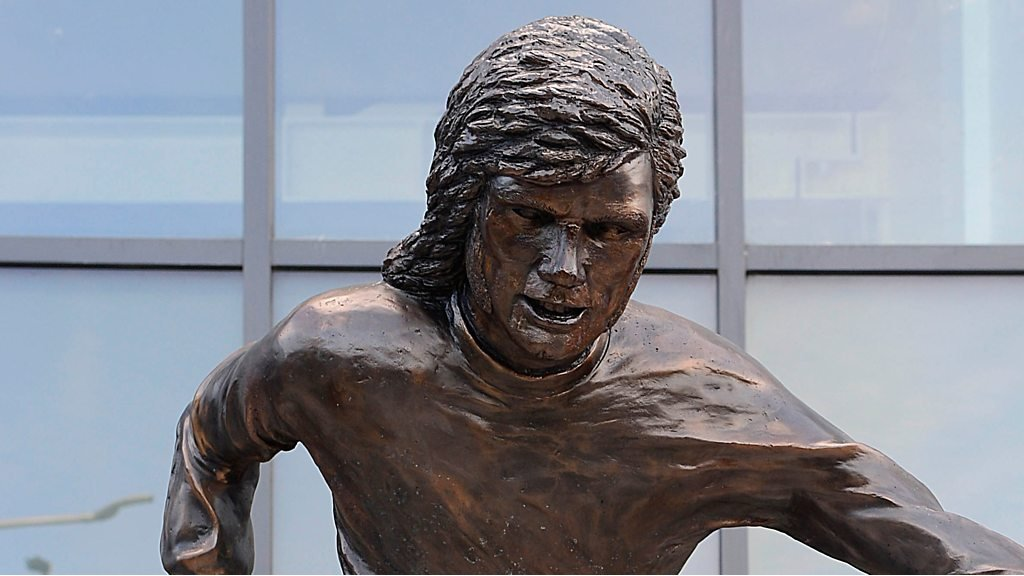 Bronze tribute to George Best