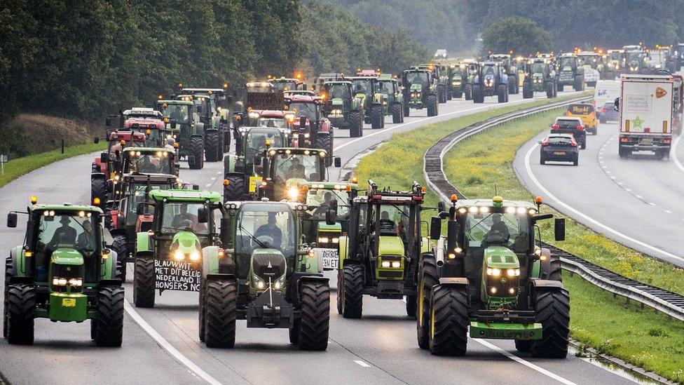 Poljoprivrednici blokiraju put u Holandiji