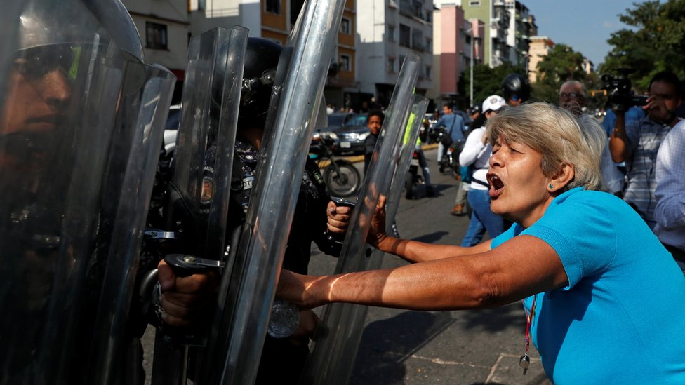 Opposition supporters clash with police in a rally against Venezuelan President Nicolas Maduro's government in Caracas, Venezuela March 9, 2019