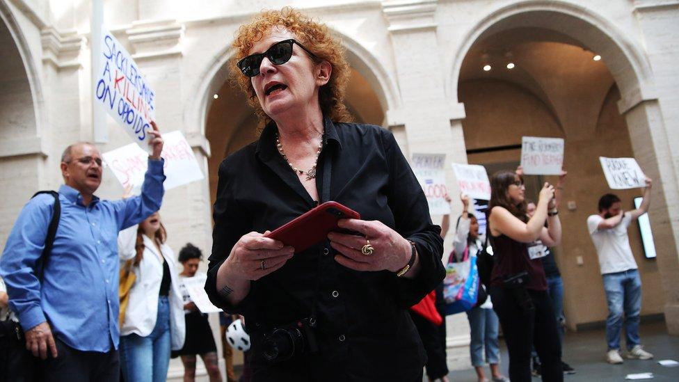Protesta contra los Sackler en Harvard en agosto de 2018