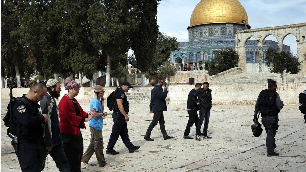 Police escort Jewish visitors on the Temple Mount/Haram al-Sharif