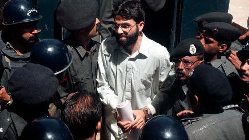 شيخ عمر في قبضة الأمن
