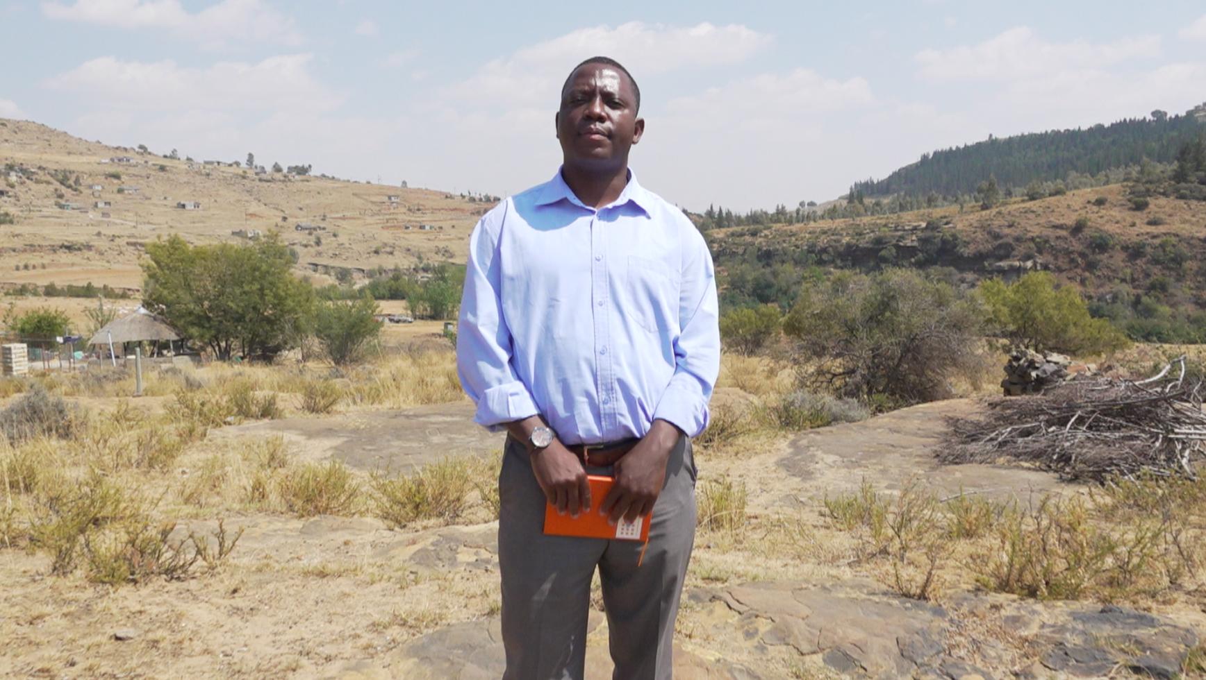 تلالي ماتيلا يساعد في إدارة خدمات تنظيم الأسرة في ليسوتو