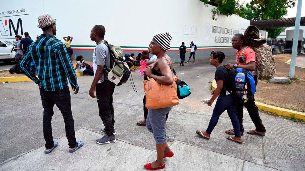 Inmigrantes en un centro del INM en Chiapas.