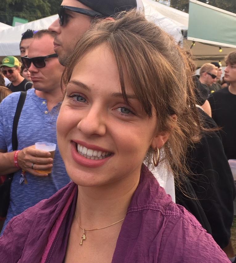 Nicole, 24