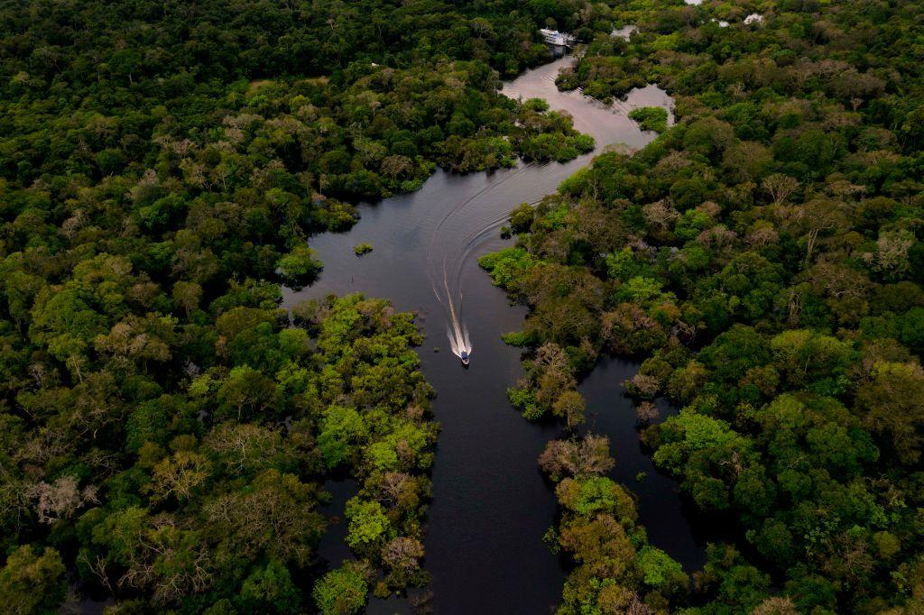Barco por el Amazonas.