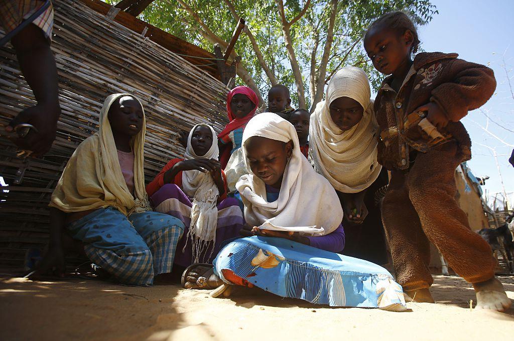 Sudan PM visits Darfur camps
